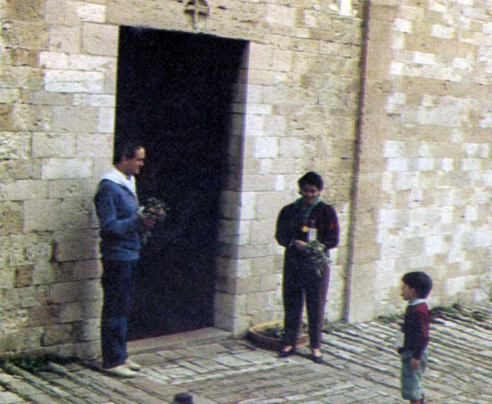 018 - Le foto del pellegrinaggio di Assisi 1986 - Ombre e Luci n.14, 1986
