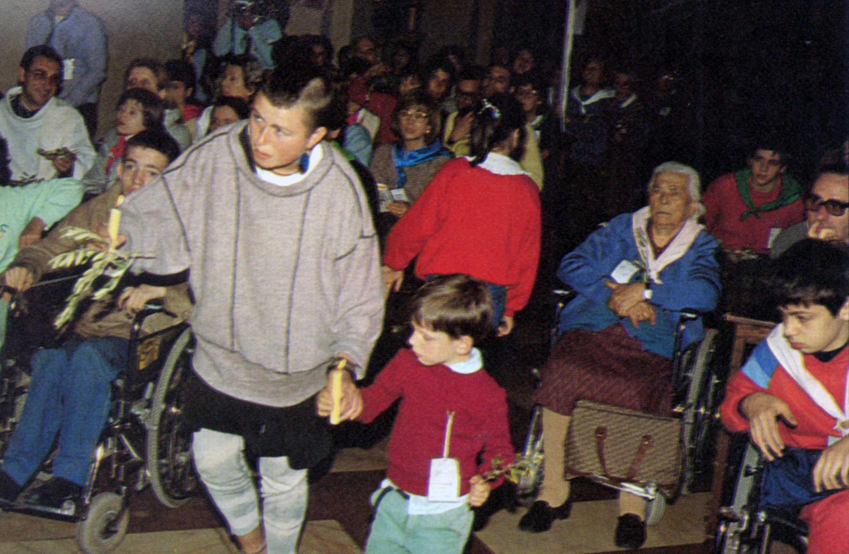 019 - Le foto del pellegrinaggio di Assisi 1986 - Ombre e Luci n.14, 1986