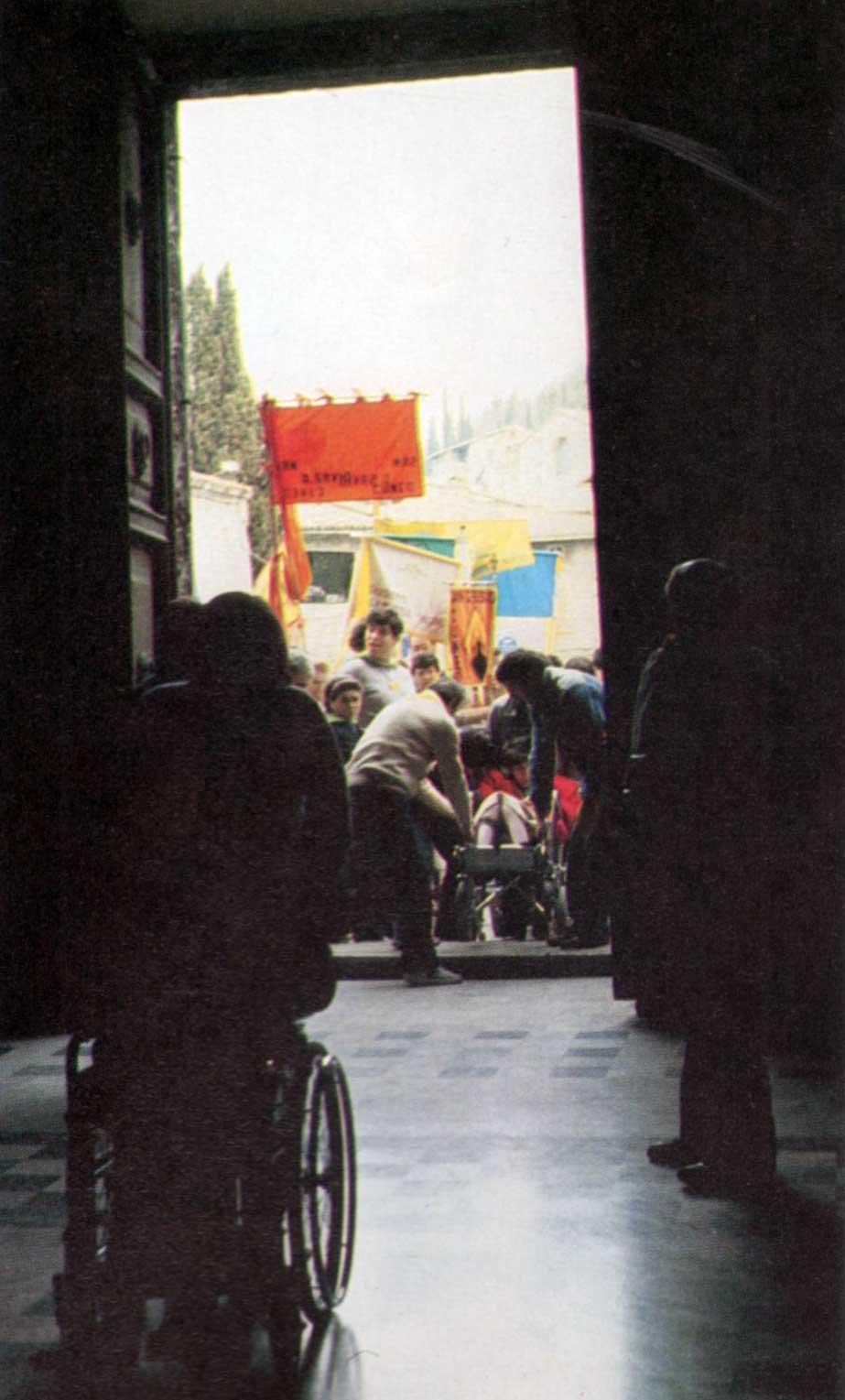021 - Le foto del pellegrinaggio di Assisi 1986 - Ombre e Luci n.14, 1986