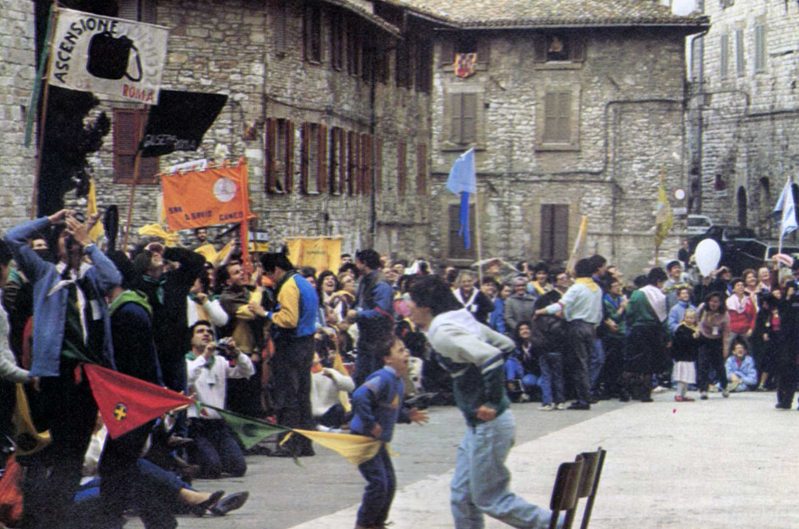 024 - Le foto del pellegrinaggio di Assisi 1986 - Ombre e Luci n.14, 1986