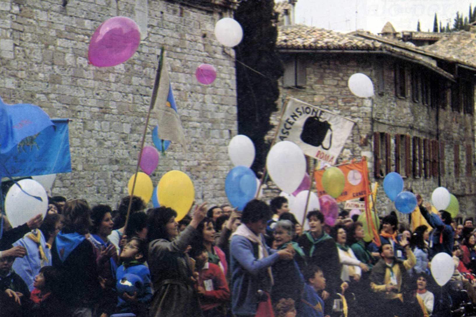 026 - Le foto del pellegrinaggio di Assisi 1986 - Ombre e Luci n.14, 1986