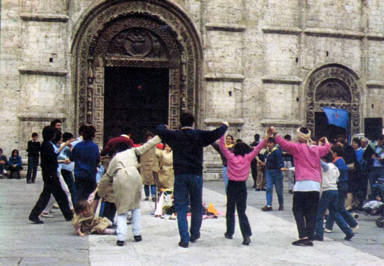 028 - Le foto del pellegrinaggio di Assisi 1986 - Ombre e Luci n.14, 1986