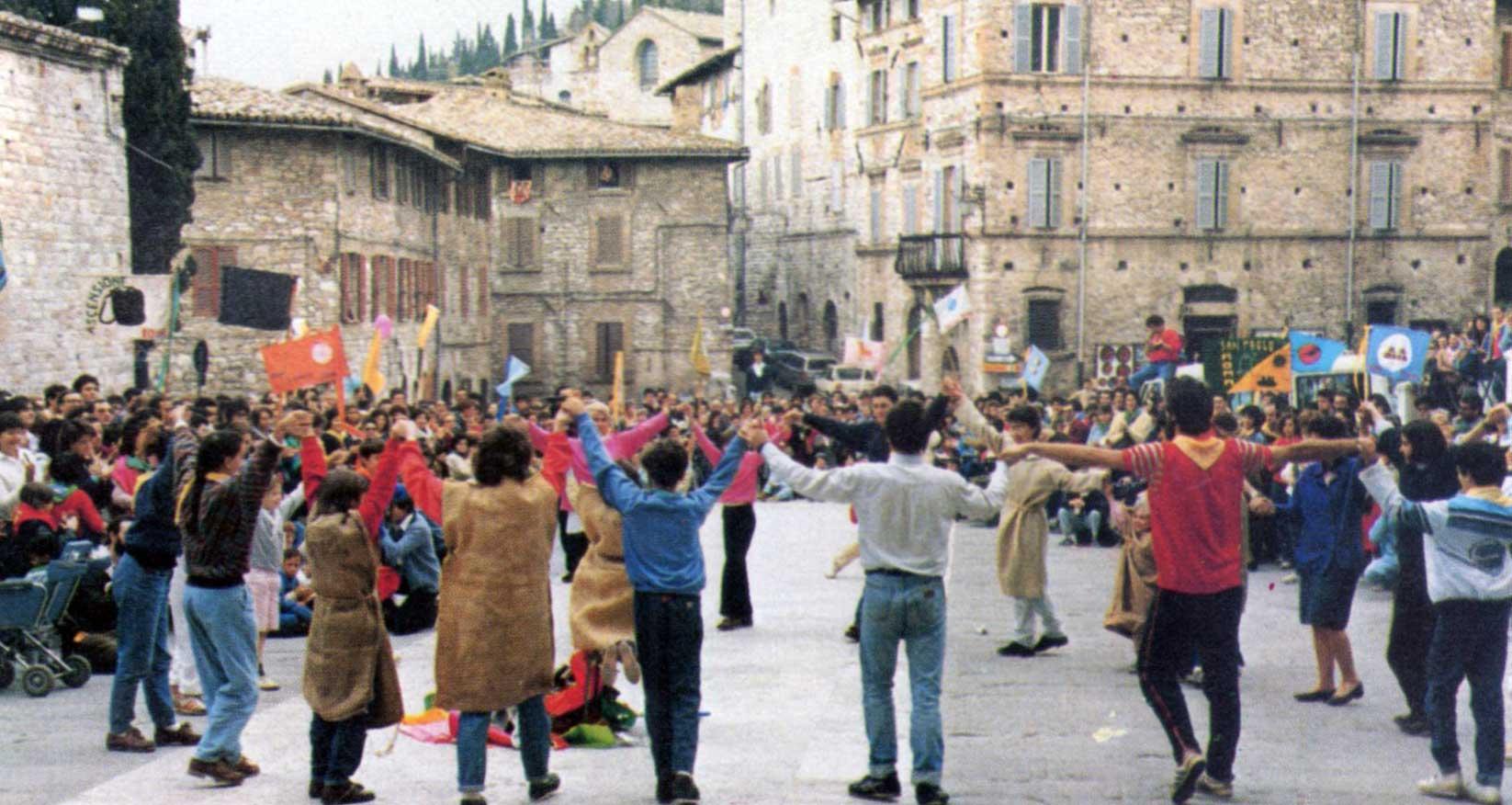 029 - Le foto del pellegrinaggio di Assisi 1986 - Ombre e Luci n.14, 1986