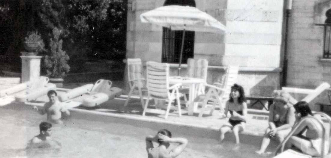 Bari ricordi di un campeggio Fede e Luce Myriam davanti alla chiesina di Stava in Trentino - Ombre e Luci n. 42, 1993