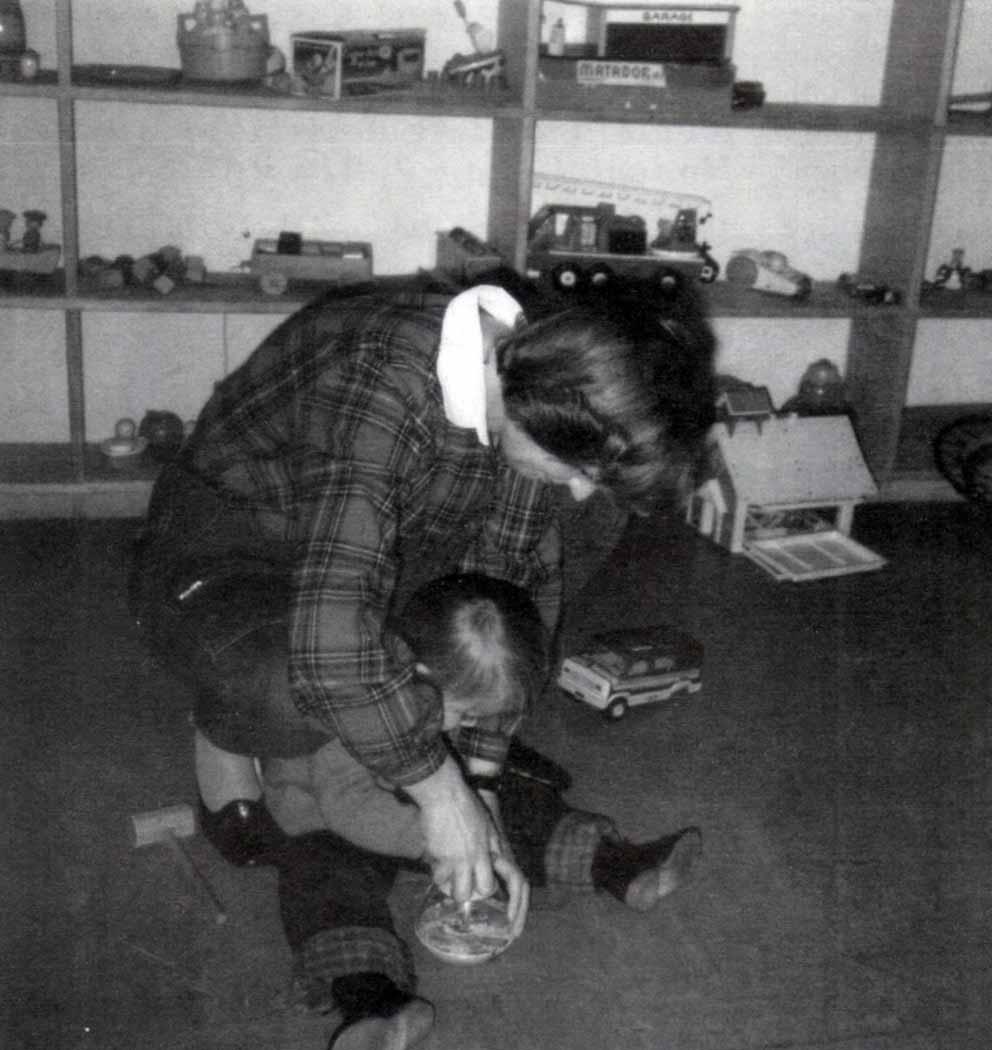 L'armadio dei giocattoli: una ludoteca pensata per i bambini disabili - Ombre e Luci n. 45 - 1994