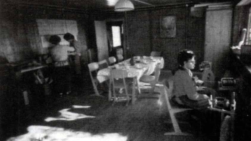 Casa Loïc, le attività: preparazione del pasto - Ombre e Luci n. 45 - 1994