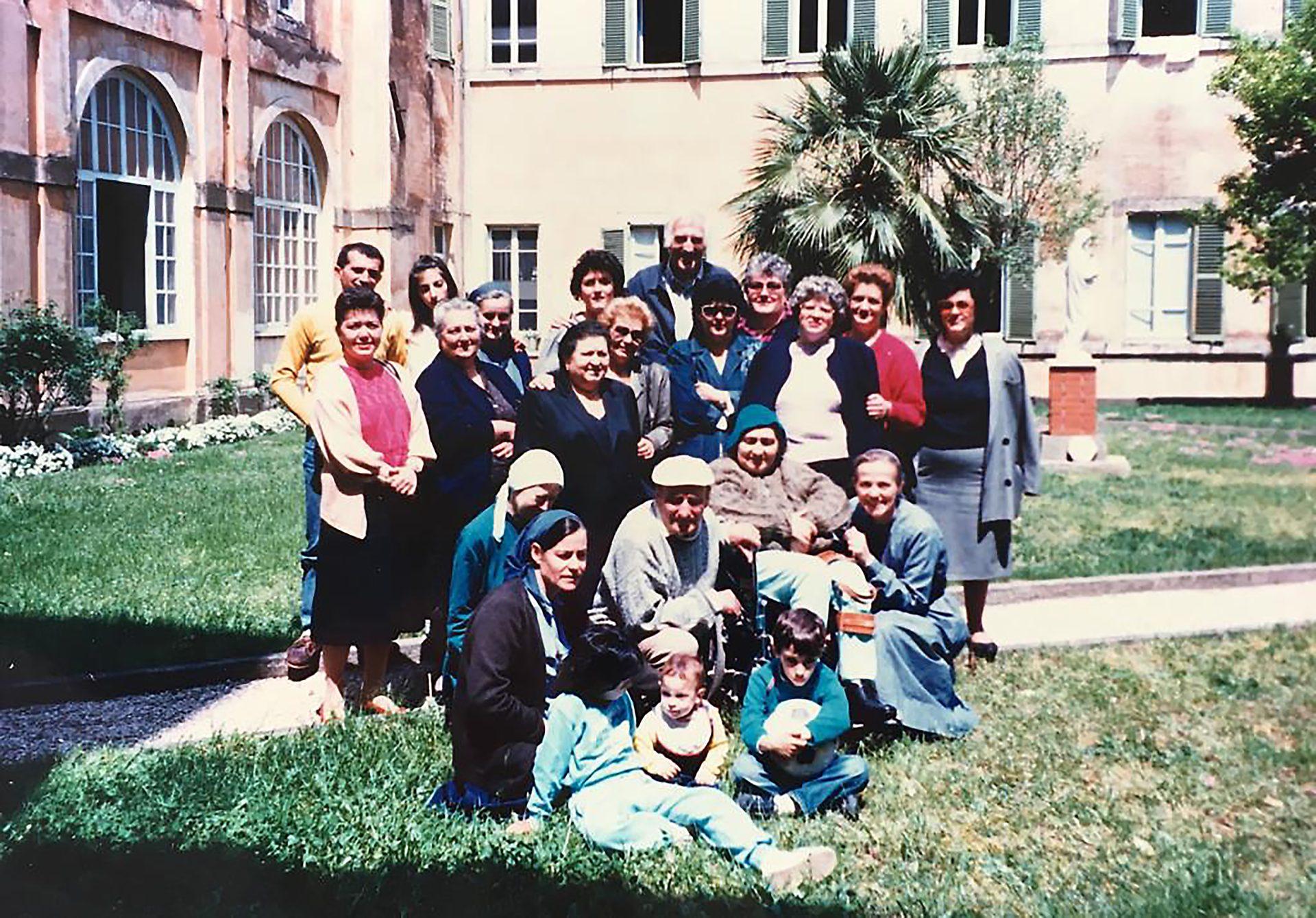 Jean (e suor Geneviève) con un gruppo del Lunapark durante un ritiro ad Ariccia (fine anni Novanta)