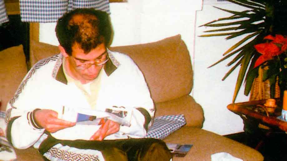 VITTORIO, lavora abilmente la eramica e dipinge. Qui accoglie idee per le sue imposizioni - Ombre e Luci n. 64 - 1998