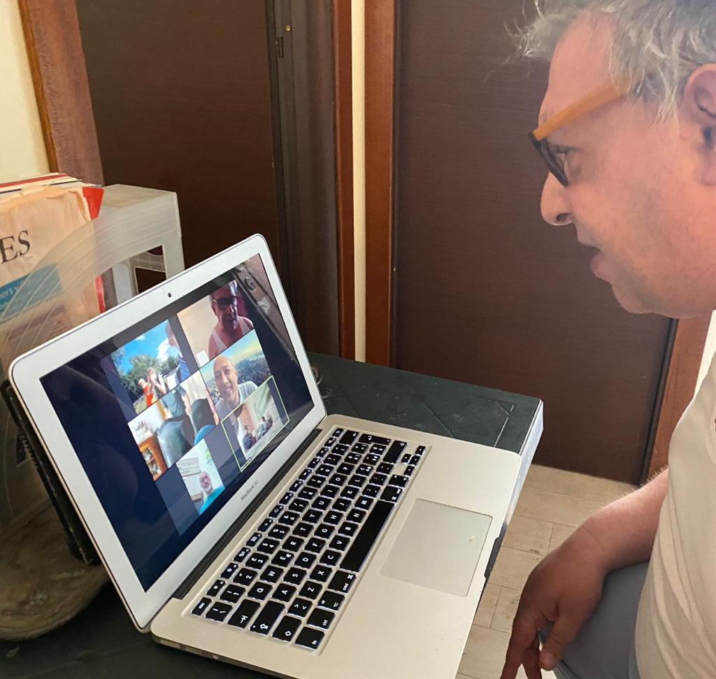 Francesco durante la casetta virtuale