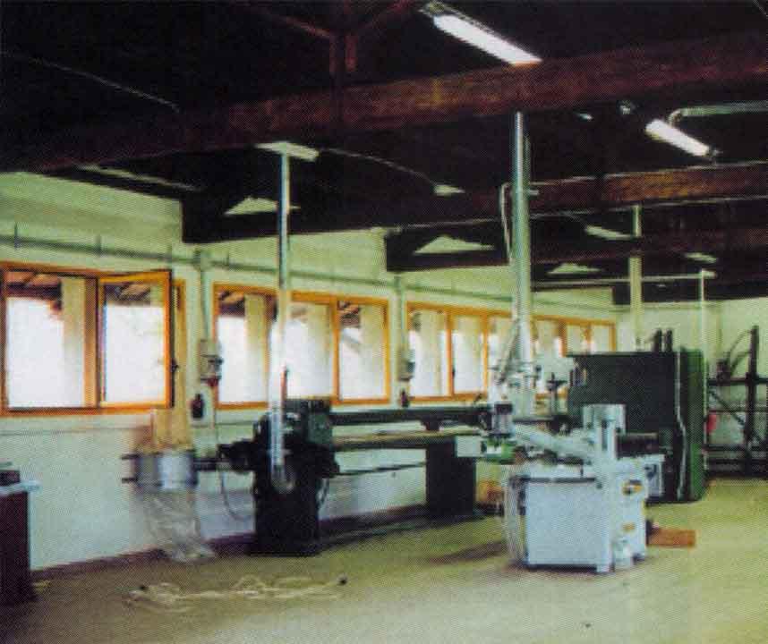 La falegnameria della Cooperativa all'interno del Centro Don Milani - Ombre e Luci n. 76 - 2001