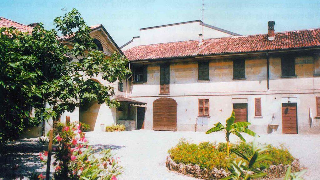 La casa che ospita la Comunità Nicoldemo - Condominio Solidale - Ombre e Luci n.75 - 2002