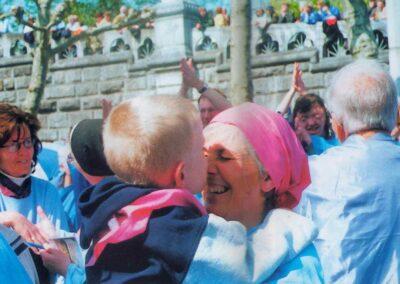 3° posto - Vito Palmisano2 - I più piccoli a Lourdes - Fotoconcorso - Ombre e Luci n.75 - 2002