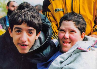 4° posto - Monica Maggini - I più piccoli a Lourdes - Fotoconcorso - Ombre e Luci n.75 - 2002