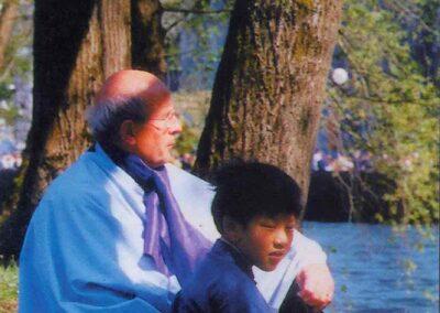 4° posto - Nanni Bertolini - I più piccoli a Lourdes - Fotoconcorso - Ombre e Luci n.75 - 2002