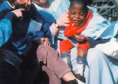 5° posto - Marta de Rino - I più piccoli a Lourdes - Fotoconcorso - Ombre e Luci n.75 - 2002