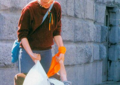 5° posto - Nanni Bertolini - I più piccoli a Lourdes - Fotoconcorso - Ombre e Luci n.75 - 2002