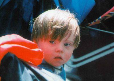 5° posto - Valentina Gallo - I più piccoli a Lourdes - Fotoconcorso - Ombre e Luci n.75 - 2002